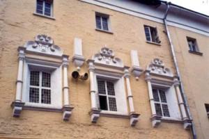 Здание гимназии Э. Глюка