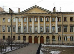 Дом на Преображенской площади в Петербурге.  В 1825 г. здесь проходили встречи членов Северного общества декабристов, к которым принадлежал сын домовладельца полковник А.М.Булатов.