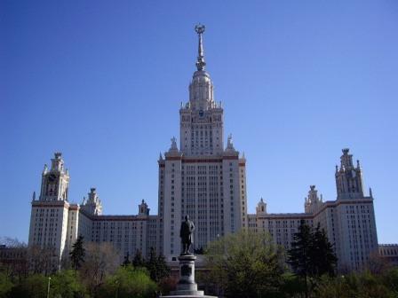 Современное здание Московского государственного университета им. Ломоносова